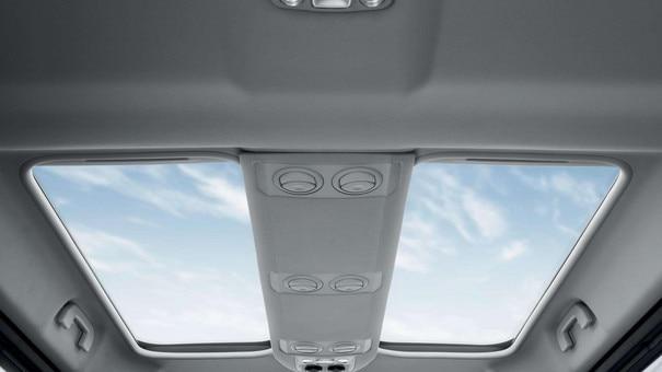 PEUGEOT Traveller – dělené střešní okno