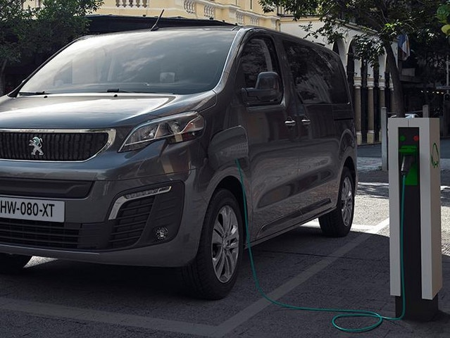 Nový PEUGEOT e-TRAVELLER – elektrický rodinný vůz