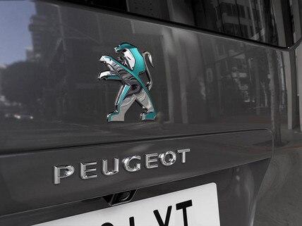 Nový PEUGEOT e-Traveller – dichroické logo vzadu