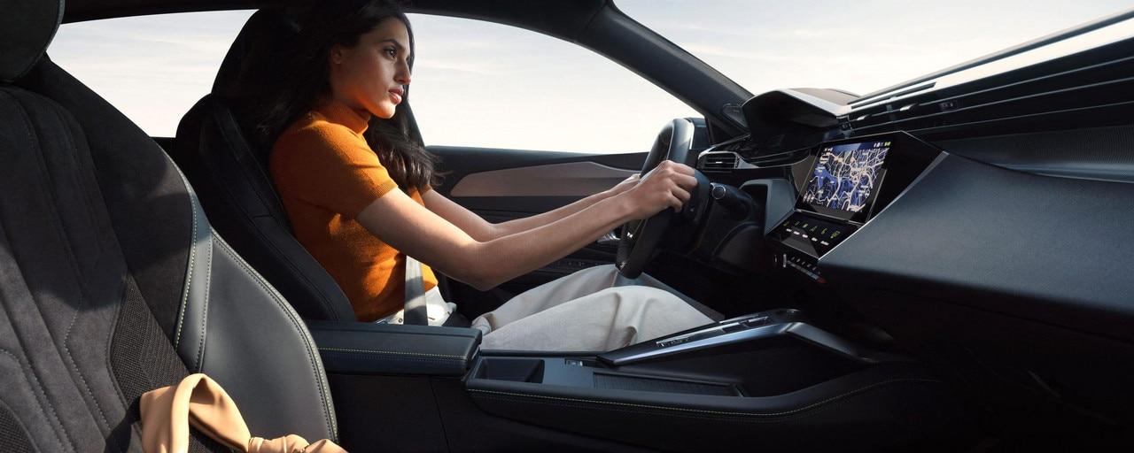 /image/63/9/driving-position-femme-rvb-ndp.796639.jpg